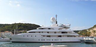 Ferretti-Yacht